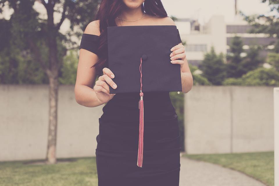 graduation-2613180_960_720