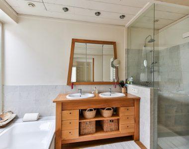 Jaké výhody mají sprchové dveře do nik