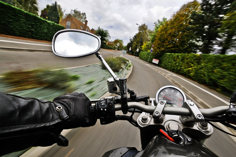 motorcycle-1827482_960_720
