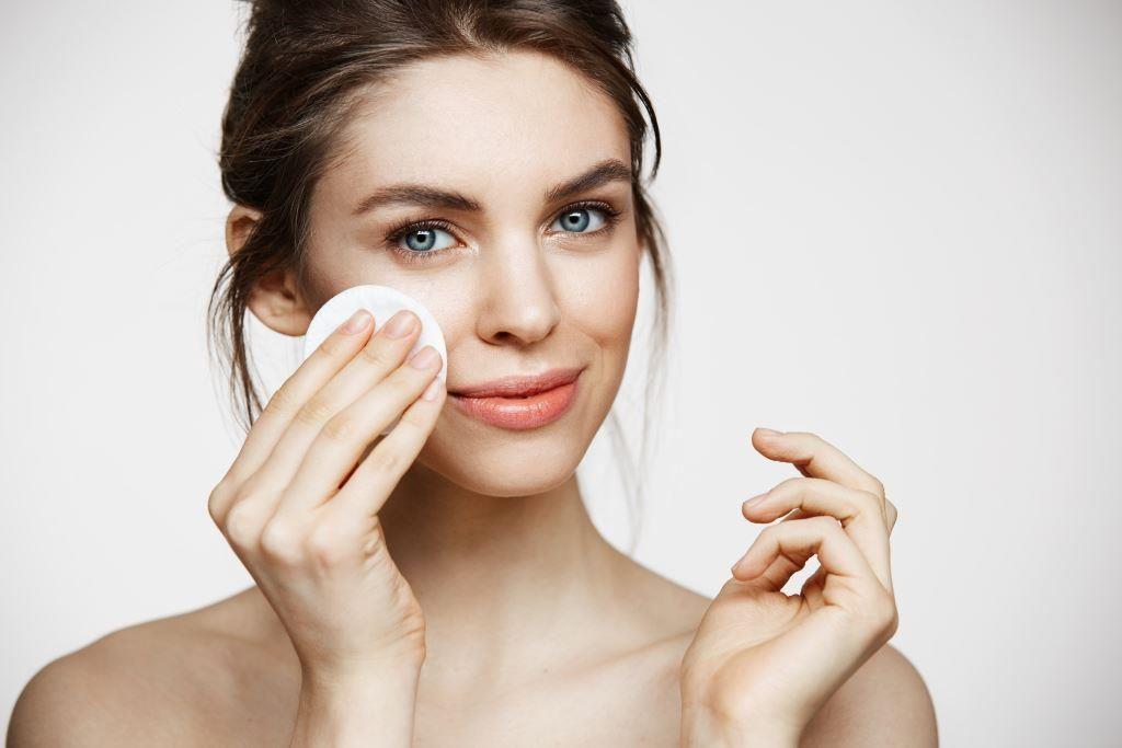 clean_skin_lady